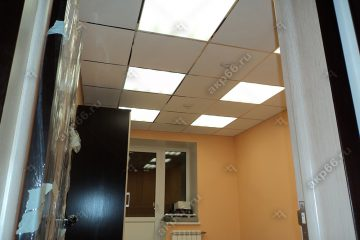 Потолок Армстронг Ритейл Тегулар с встроенными светодиодными панелями для освещения