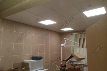 Потолок типа Армстронг Медикейр (MediCare) с кромкой Тегулар на белой подвесной системе
