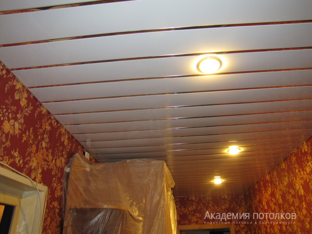 Зеркальный реечный потолок фото