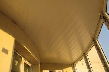 Потолки на балконе