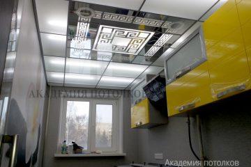 Матово-зеркальный потолок с декором и серебряными вставками