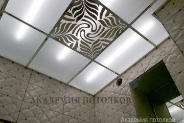 Потолок матовый с зеркальным декором