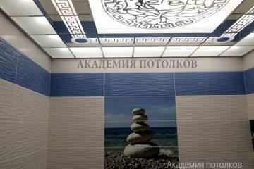 """Матово-зеркальный потолок с декором """"Человек"""""""