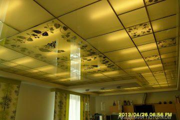 """Потолок с декором """"Виноградная лоза"""" на кухне"""