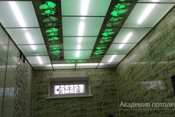 """Потолок с декором """"Лоза"""" и светло-зеленой подсветкой"""