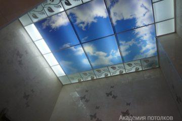 """Потолок матовый с фотопечатью """"Небо"""" и декорированным узором"""