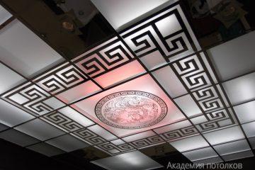 Потолок матовый-зеркальный с зеркальным декором