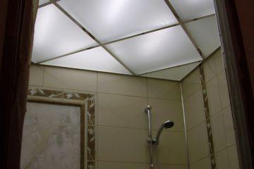 Потолок из белого матового стекла с подсветкой