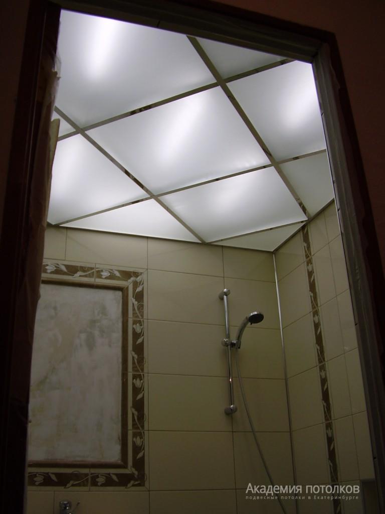 Стеклянный потолок в ванной фото