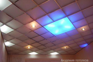 Потолок из матового стекла с цветной подсветкой