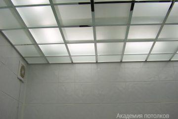 Потолок из матового стекла с подсветкой
