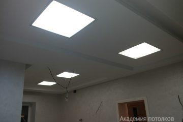 Вставки из матового стекла с подсветкой в подвесном потолке