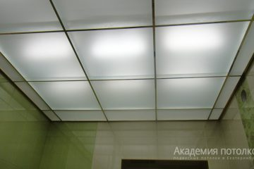 Потолок из матового стекла с подстветкой