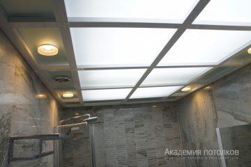 Комбинированный потолок со вставками из матового стекла с подсветкой