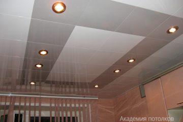 Кассетный потолок 30х30 на скрытой подвесной системе серебристо-белый