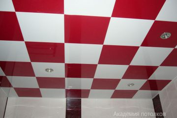 Кассетный потолок 30х30 на скрытой подвесной системе бело-красный в шахматном порядке