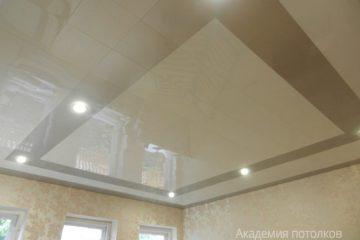 ассетный потолок 30х30 на скрытой подвесной системе «Бежевый мрамор» с «Золотистым жемчугом»