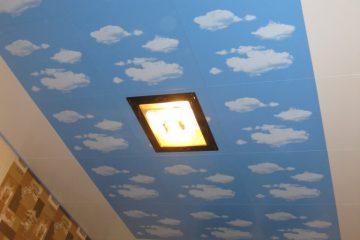 Кассетный потолок 30х30 на скрытой подвесной системе «Облака», по периметру белый и светодиодной панедью в центре