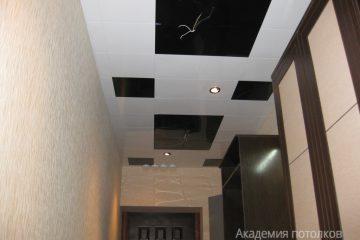 Кассетный потолок 30х30 на скрытой подвесной системе черно-белый