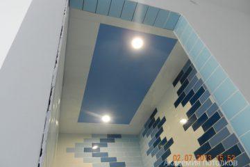 Кассетный потолок 30х30 на скрытой подвесной системе бело-зеленый