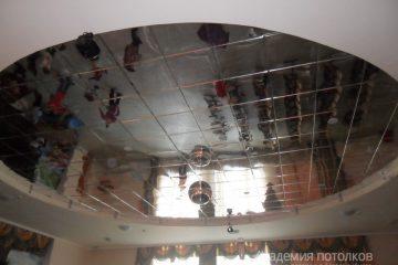 Вставка из кассетного потолка 30х30 в центре под зеркало