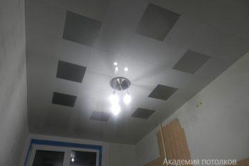 Кассетный потолок 30х30 на скрытой подвесной системе белый с серебристыми вставками