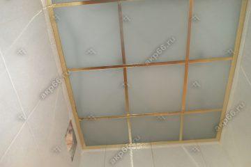 Потолок из матового стекла в туалете подвесная система супер-золото
