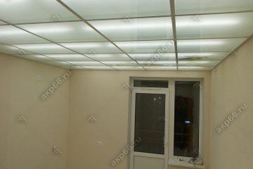 Потолок в комнате из матового стекла с подсветкой подвесная система белый матовый