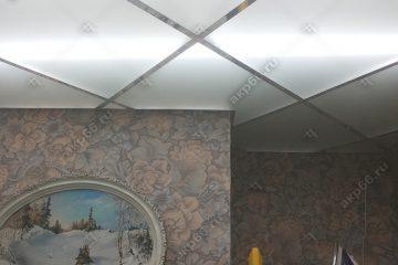"""Потолок из матового стекла с подсветкой на кухне система цвет """"суперхром"""""""