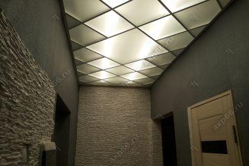 Матовое потолок в коридоре с подсветкой