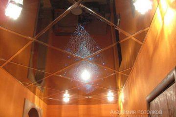 """Зеркальный потолок с эффектом """"Звездное небо"""" и светильниками"""