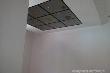 """Комбинированный потолок со вставкой """"Звездное небо"""" с рисунком планет"""