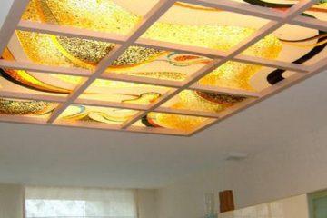 """Витражный потолок со вставками """"светлое дерево"""""""