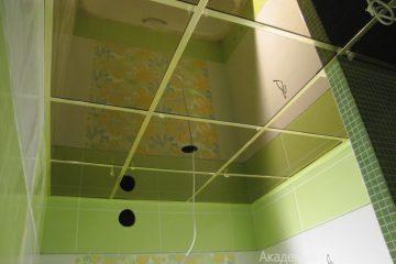 Зеркальный потолок с серебряными вставками