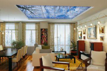 """Потолок с печатью """"Облака"""" в гостиной."""