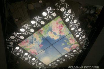 """Комбинированный потолок с декором, подсветкой и фотопечатью """"Небо""""."""