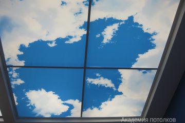 """Потолок с фотопечатью """"Небо""""."""