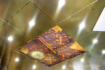 """Кассетный золотистый потолок с подсветкой и фотопечатью """"Кофе""""."""