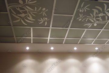 Потолок в комнату с декором Оливка на хромированное системе