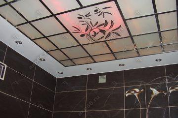 Потолок в ванну с декором Оливка на хромированное системе