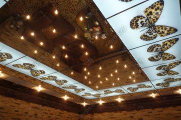 Декоративный потолок с подсветкой на хромированной системе