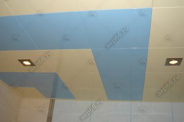 Кассетный потолок в ванной комнате золотистый жемчуг с небом на скрытой подвесной системе