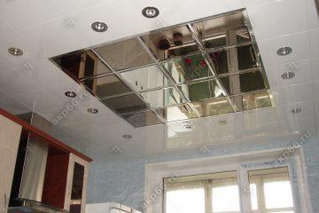 Кассетный потолок на кухне белый с зеркалами на скрытой подвесной системе