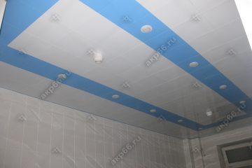 Кассетный потолок 300х300 мм на скрытой подвесной системе, белая глянцевая и небо