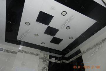 Кассетный потолок в ванной комнате на скрытой подвесной системе цвет черный и белый
