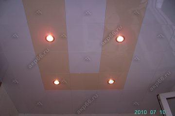 Кассетный потолок 300х300 мм на скрытой подвесной системе белый с золотистым жемчугом