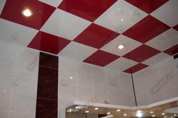 Кассетный потолок в ванне красный-белый в шахматном порядке на скрытой подвесной системе