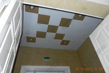 Кассетный потолок 300х300 мм, на скрытой подвесной системе белый с золотистом жемчугом