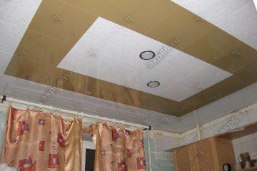 Кассетный потолок на кухне 300х300 мм на скрытой подвесной системе белый мрамор и золотистый жемчуг