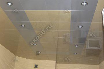 Кассетный потолок накухне 300х300 мм на скрытой подвесной системе цвет золотистый жемчуг с серебристым металликом